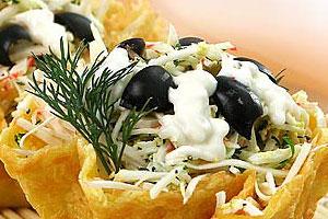 Корзиночки из сыра с салатом