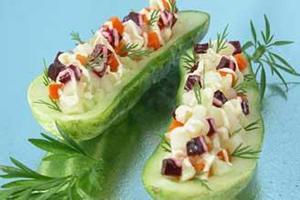 Огурцы, фаршированные овощами
