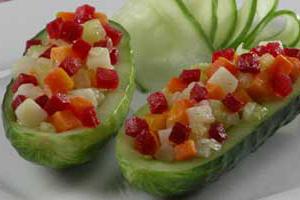 Огурцы фаршированные овощами
