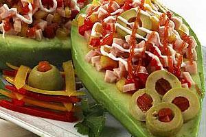 Закуска из авокадо с овощами
