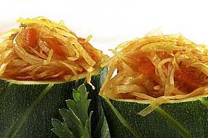 Кабачки, фаршированные овощами
