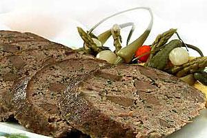 Рулет из телятины с языком и печенью
